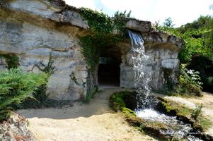 La grotte avec sa cascade