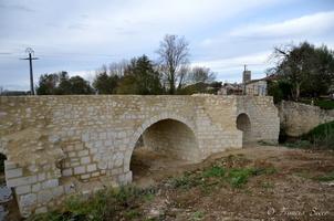 Pont romain actuellement en cours de restauration.