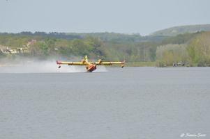 Entraînement de canadairs au lac de l'Escourou le 20/04/2016