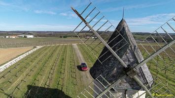 Photos prises par drone - Moulin à vent de Marquet du XVIII siècle (53)_GF